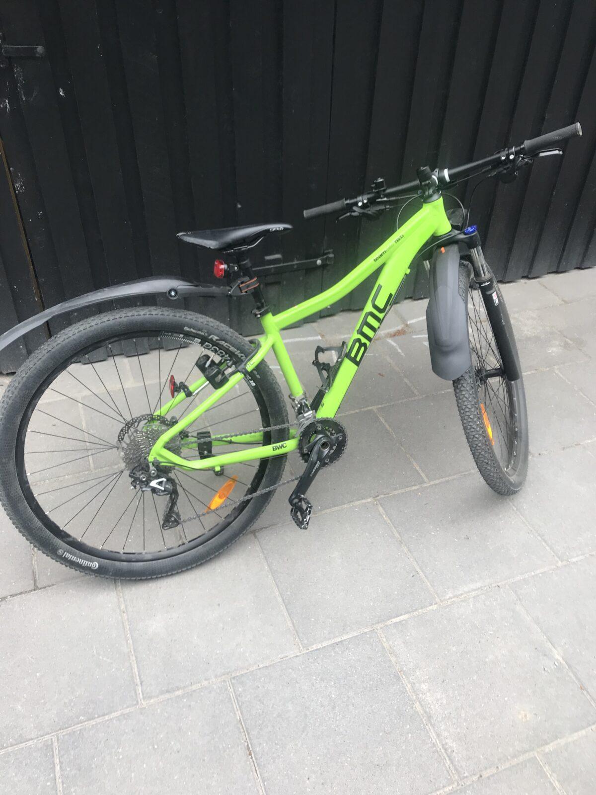 BMC mountainbike punkteret baghjul, fik udskiftet slange og kontrolleret dæk.