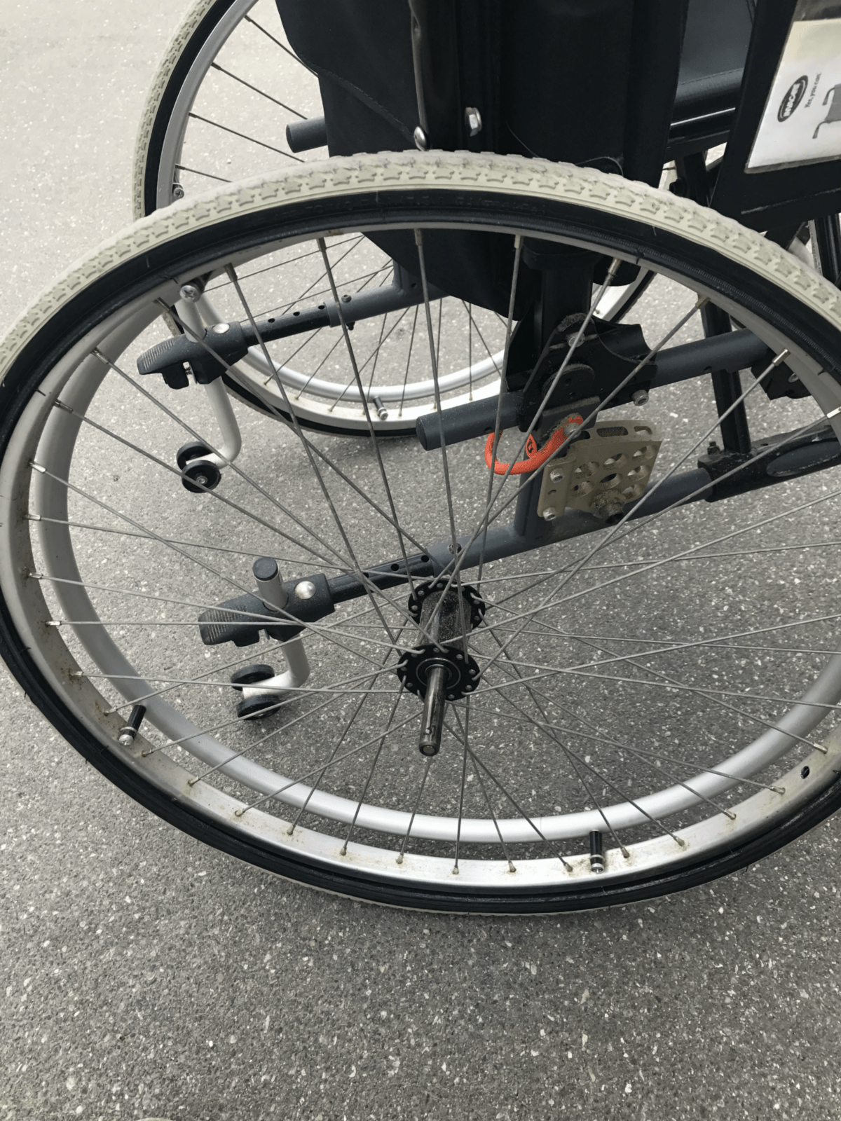Er din kørestol flad eller trænger den til nye dæk og slanger