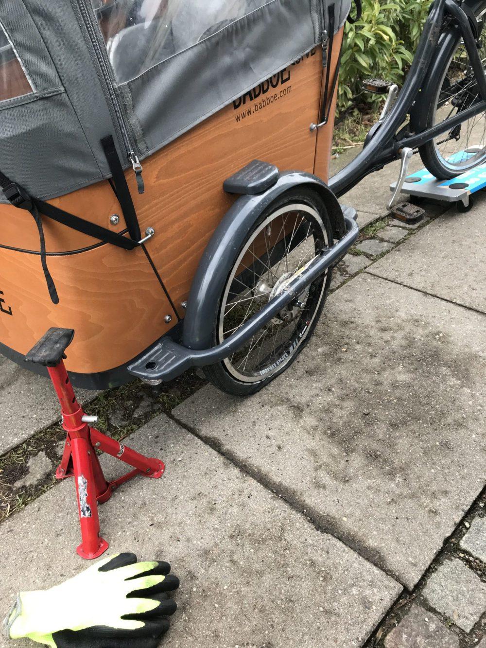 Babboe ladcykel punkteret og flad på forhjul, kan også udskifte dæk