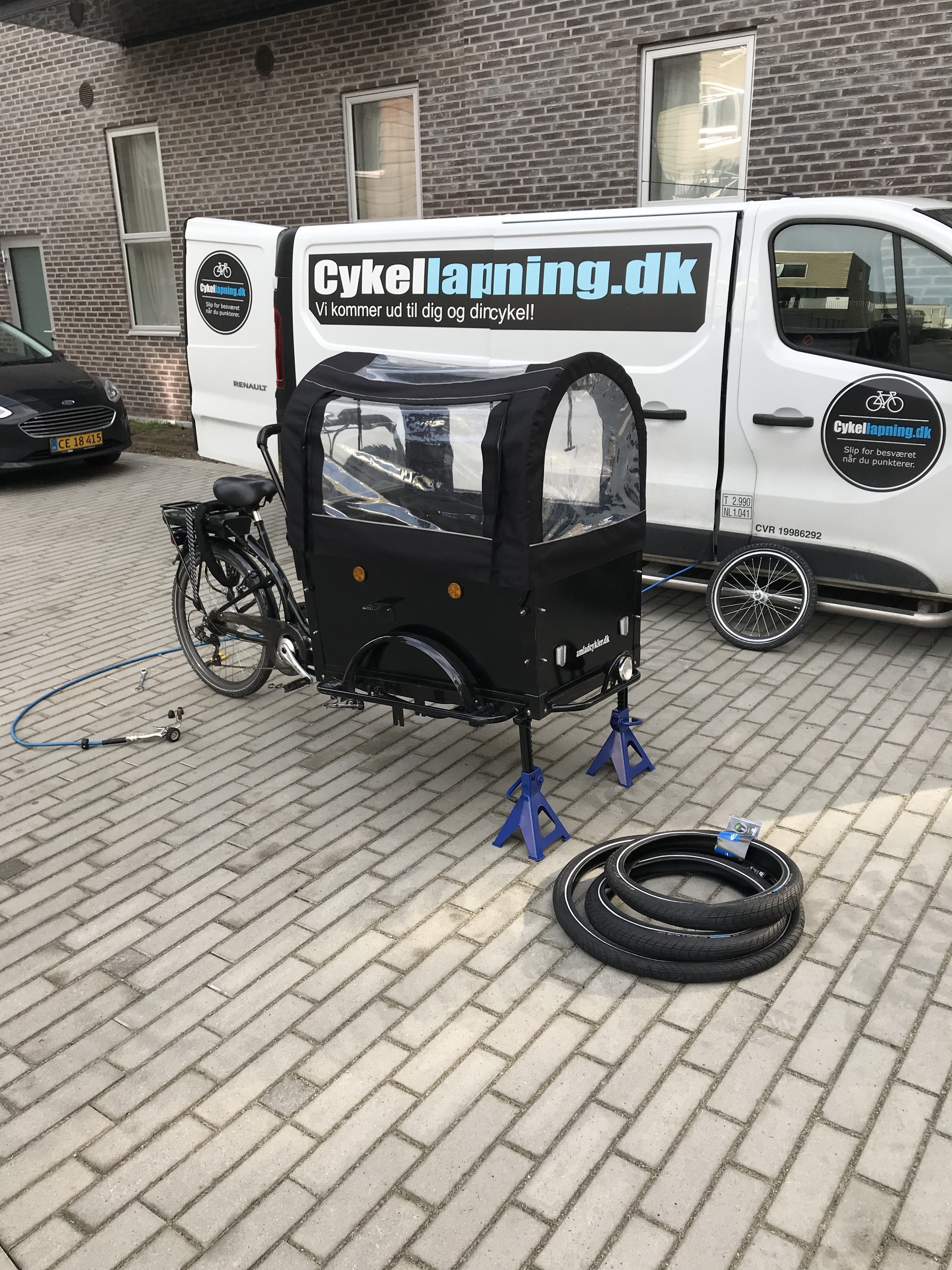 SCO eller amladcykel punkteret og flad på forhjul eller baghjul